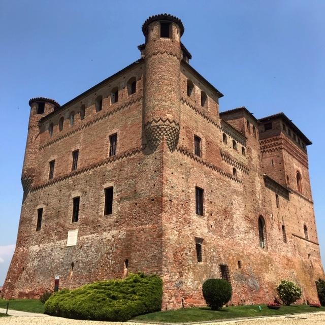 chateau grinzanne cavour à barolo vin italien